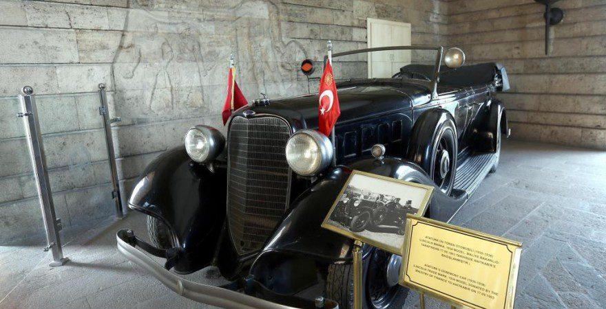 В Мавзолей Анкары вернулся автомобиль Ататюрка